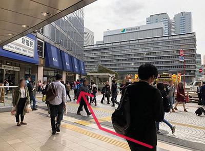 JR新宿駅西口からのルート